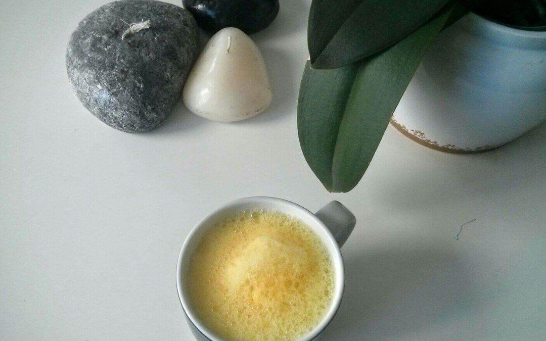 Una receta minimalista para combatir la inflamación: chai latte de cúrcuma